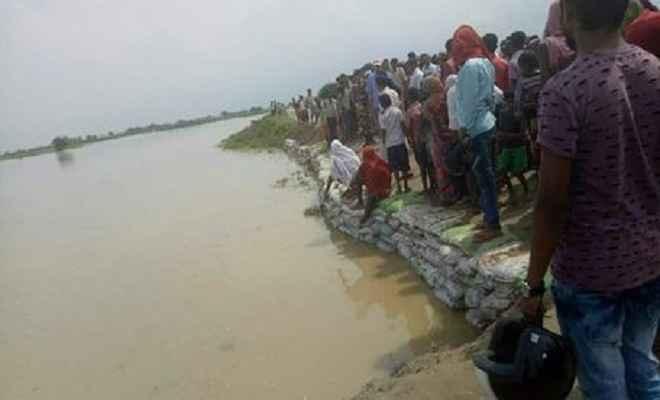 बाढ़ में घिरे कई घरवाले, सड़क सम्पर्क टूटा, कोई राहत नहीं