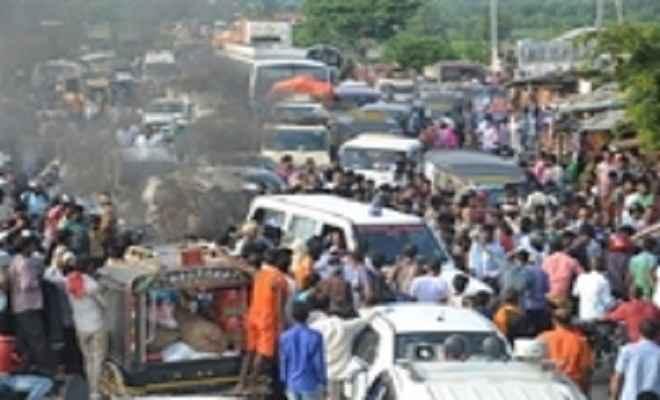 मुजफ्फरपुर में राहत के लिए बाढ़ पीड़ितों का गुस्सा भड़का, एनएच-77 पर लगाया जाम