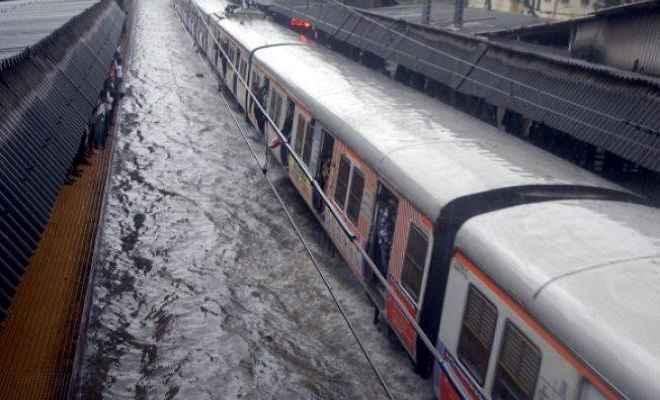 कटिहार डिवीजन में जलभराव के कारण 15 ट्रेनें रद्द