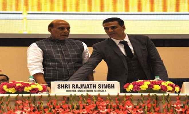 राजनाथ ने 'भारत के वीर' के लिए मुक्त कंठ से अक्षय कुमार की प्रशंसा की