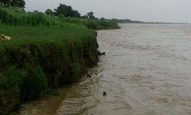 गंगा का जलस्तर बढ़ने से बाढ़ का खतरा बढ़ा