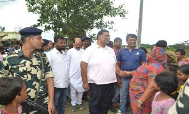 मधेपुरा सांसद पप्पू यादव ने किया बाढ़ प्रभावित क्षेत्र का दौरा