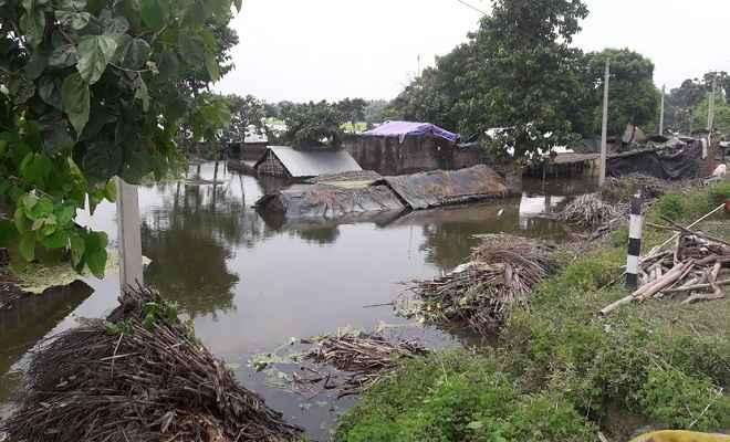 धमदाहा में विकराल होती जा रही है बाढ़ की स्थिति, लापरवाह है प्रशासन