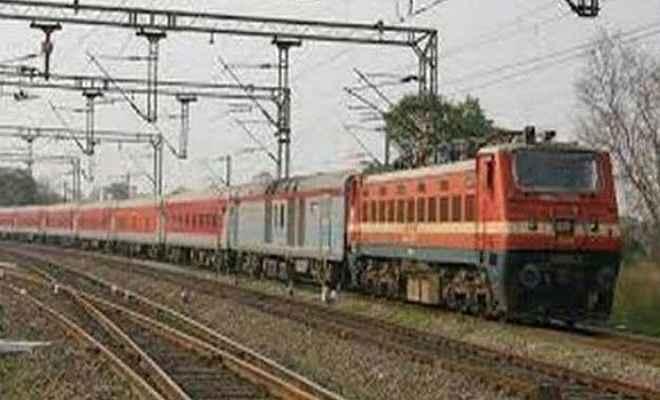 बाढ़ के कारण 27 ट्रेनों का परिचालन निरस्त
