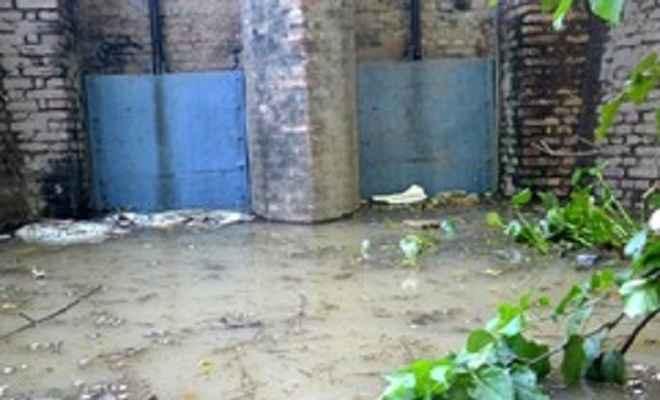 बूढ़ी गंडक के खतरे के निशान से ऊपर बहने से मुजफ्फरपुर शहर के निचले इलाकों में खतरा