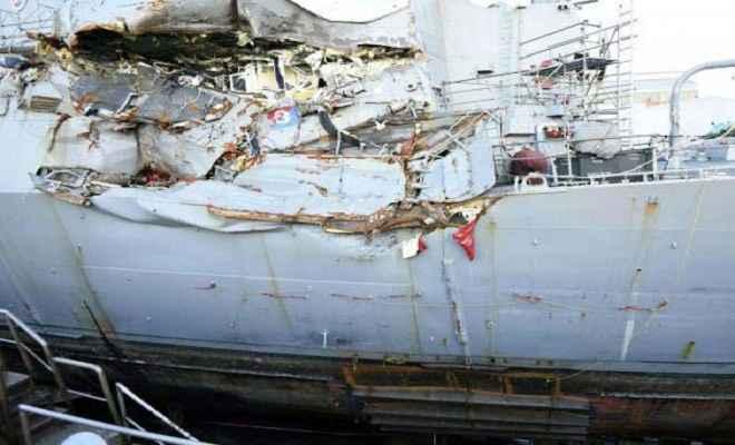 अमेरिकी युद्धपोत तेल टैंकर से टकराया, 10 नौसैनिक लापता