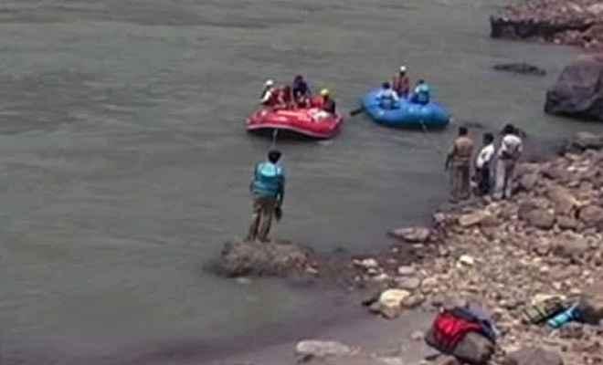 अलग-अलग जगहों पर गंगा नदी में डूबने से दो लोगों की मौत