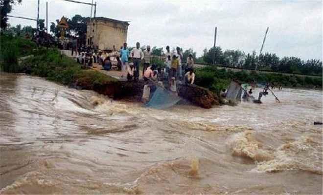 बिहार में बाढ़ से 304 व्यक्तियों की मौत