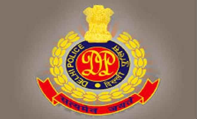 दिल्ली पुलिस के सिपाही से लूट