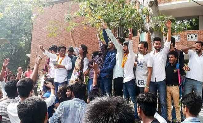 दिल्ली यूनिवर्सिटी छात्र संघ चुनाव में एनएसयूआई ने तीन सीटों पर किया कब्जा
