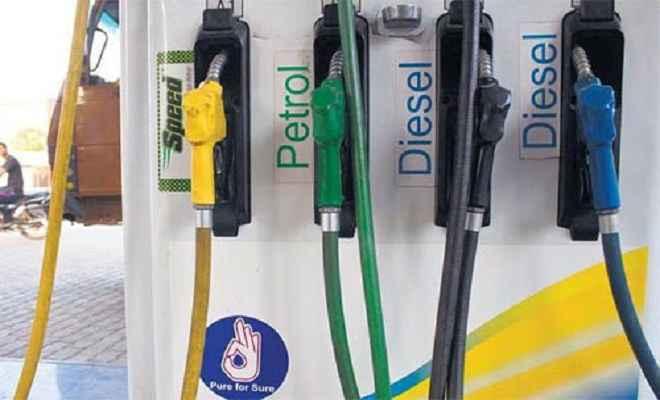 दो महीने में एक बार भी कम नहीं हुए पेट्रोल के दाम