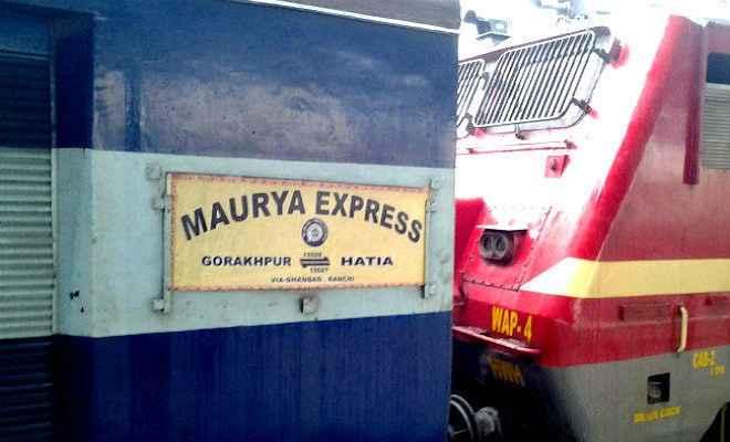 मौर्य एक्सप्रेस के दो कोच में करंट, जान बचाने के लिए ट्रेन से कूदे यात्री