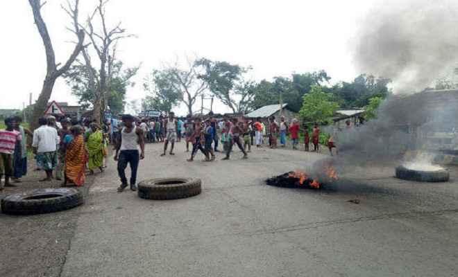 थाना परिसर में एक व्यक्ति की मौत, उग्र हुए ग्रामीण
