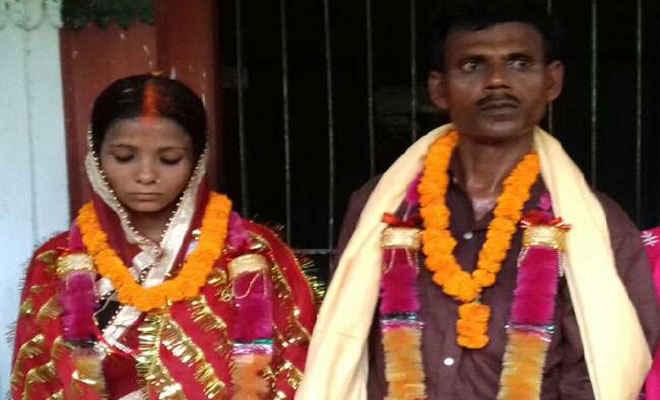 मजहब की दीवार को तोड़ एक-दूजे के हुए प्रेमी युगल, मंदिर में हुई शादी