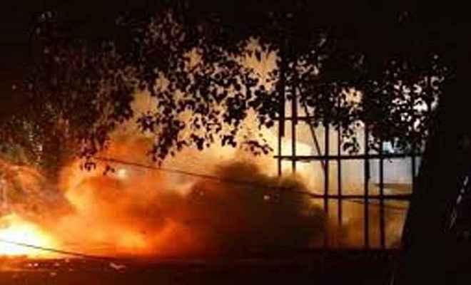 पटाखा गोदाम में लगी आग, पांच की मौत, कई घायल