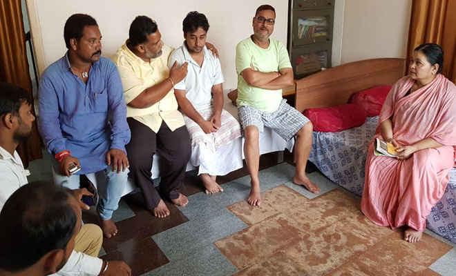 सांसद पप्पू यादव ने बिहटा में निर्भय सिंह के परिजनों से की मुलाकात