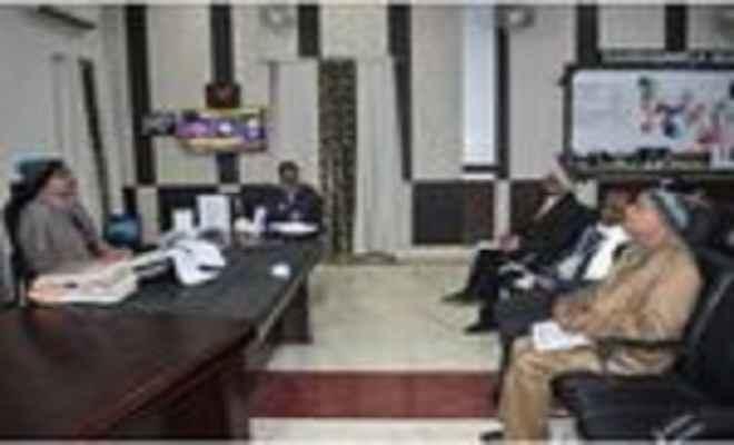 डीएम ने की सात निश्चय योजना की समीक्षात्मक बैठक