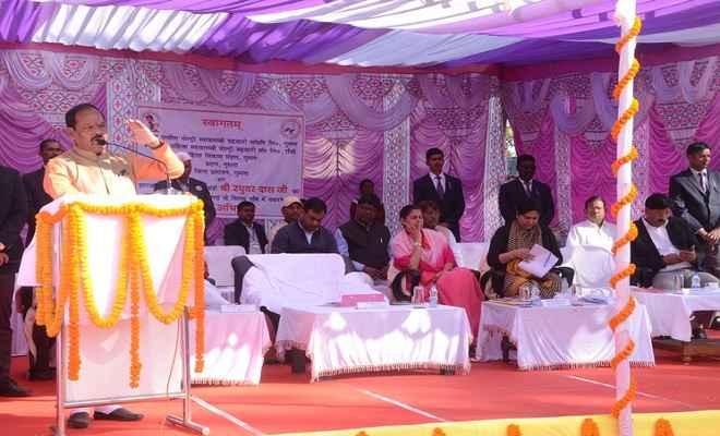 झारखंड को 2022 तक गरीबी से मुक्त करने का प्रयास : रघुवर दास