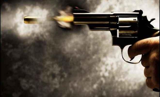 अपराधियों ने दिनदहाड़े पशु व्यवसाई को गोली मारी, लूटे दो लाख रुपये