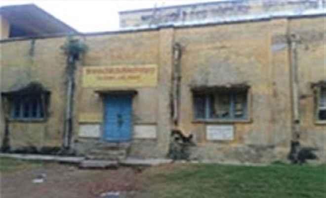 आजमगढ़ में सरकारी कोल्ड स्टोर बंद, सड़ रहा है किसानों का हजारों कुंतल आलू