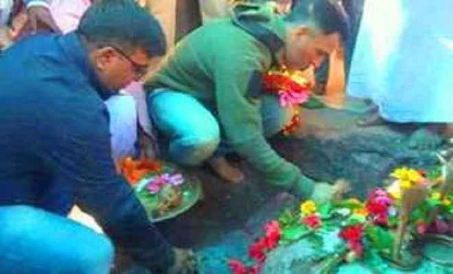 एमएस धोनी ने रांची के दिउड़ी मंदिर में की पूजा