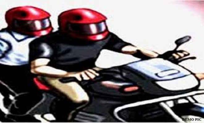 एसबीअाई सीएसपी संचालक के स्टाफ से बाइक व दो लाख रुपये की लूट