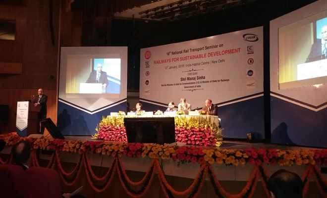 यात्री और माल ढुलाई में गिरावट रेलवे के लिए चिंता का विषय