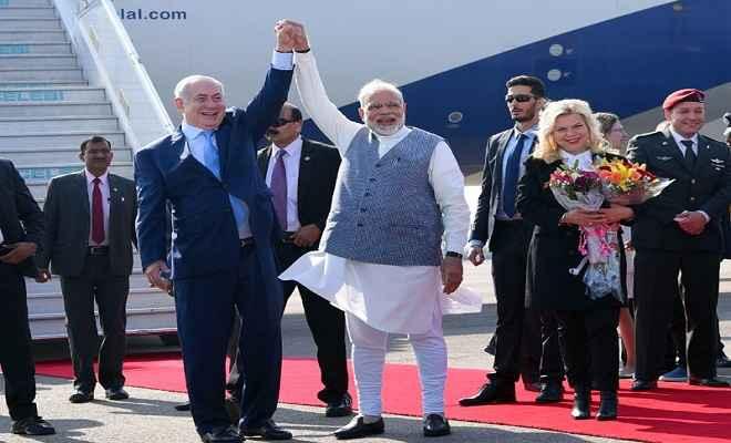 दिल्ली पहुंचे इजराइली पीएम, मोदी ने प्रोटोकॉल तोड़कर एयरपोर्ट पर किया स्वागत