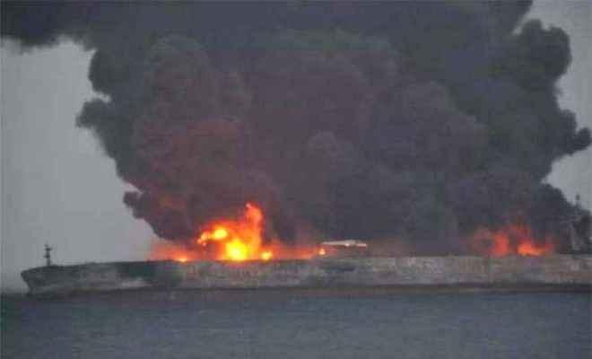 जलता हुआ तेल टैंकर चीन सागर में डूबा, चालक दल के 32 सदस्यों की मौत