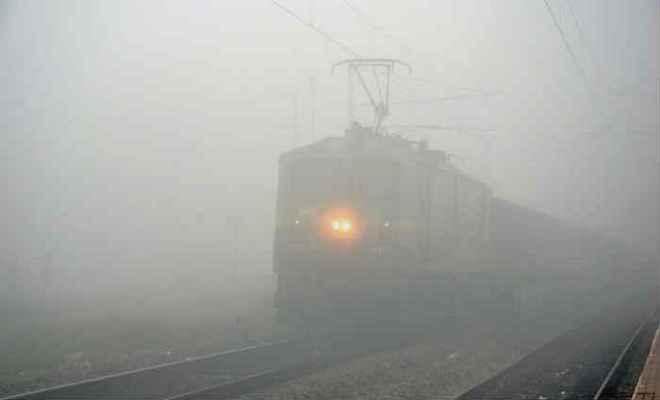 कोहरे के कारण ट्रेनों का परिचालन निरस्त