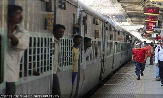 होली के मौके पर छपरा से चलेगी कई विशेष ट्रेनें