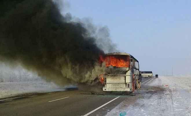 कज़खस्तान की बस में लगी आग , 52 मरे