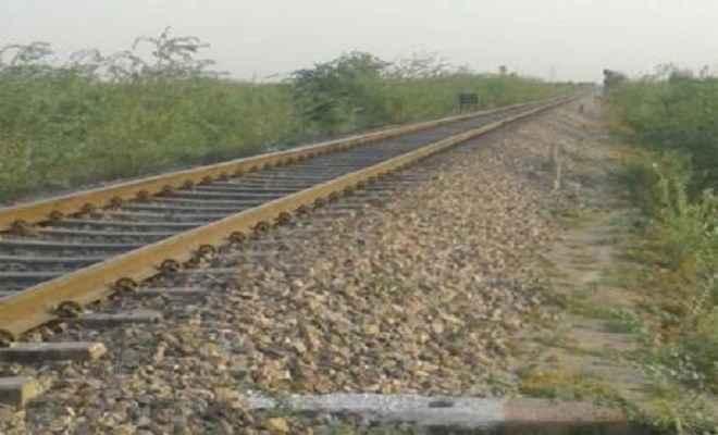 रेलवे ट्रैक से शव बरामद, ट्रेन परिचालन बाधित