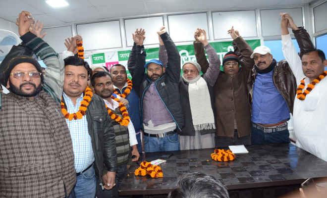 विभिन्न दलों के सैकड़ों कार्यकर्ता हुए जन अधिकार पार्टी (लो) में शामिल
