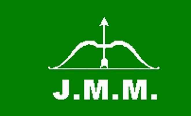 झामुमो पर आदिवासियों के नाम पर राजनीति करने का आरोप