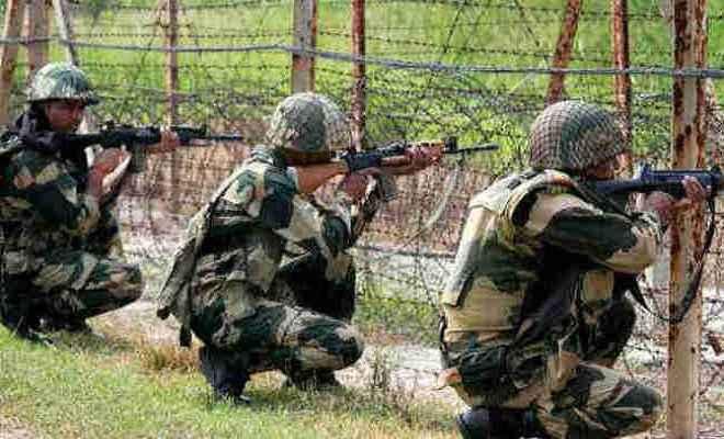 पाकिस्तान की गोलीबारी से जवान शहीद, 9 घायल