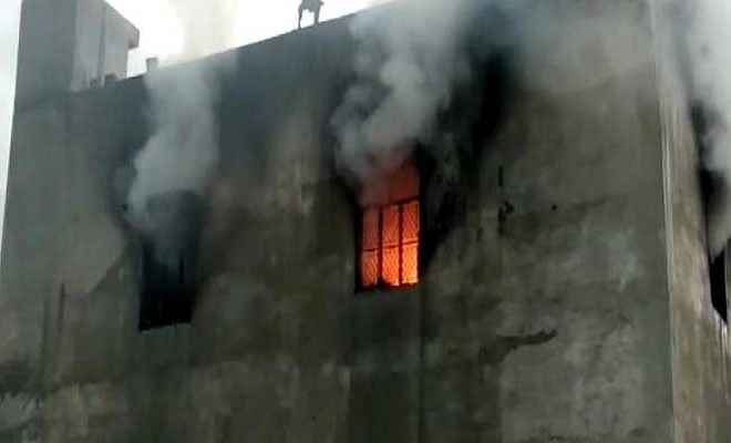दिल्ली की पटाखा फैक्ट्री में भीषण आग से 17 लोगों की मौत