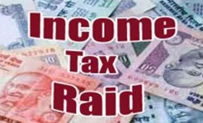 करोड़ों के टैक्स चोरी मामलें में ताबड़तोड़ छापेमारी