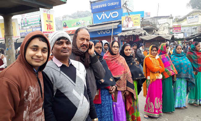 दहेज व बाल विवाह बंदी के खिलाफ सड़क पर उतरी अवाम, बनाई मानव शृंखला