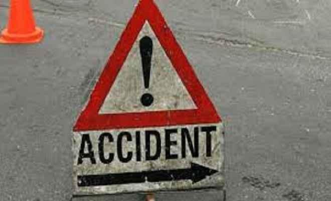 ऑटो और ट्रक की भिड़ंत, 10 लोग घायल