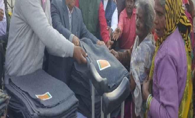 तौहिद एजुकेशन ट्रस्ट ने गरीबों में 235 कम्बल बांटे