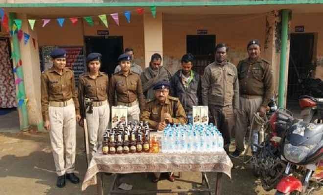 शराब के साथ तीन कारोबारी गिरफ्तार
