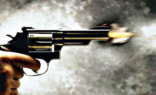 बैंक लूट के प्रयास में अपराधियों ने असिस्टेंट मैनेजर को गोली मार कर किया घायल