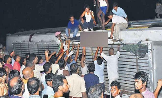 बेतिया से टाटा जा रही अमर ज्योति बस पटना के फतुहा में पलटी, एक की मौत, 17 घायल