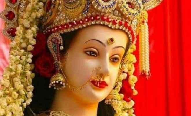 नवरात्रि में दुर्गा चालीसा का पाठ करने से दूर होंगे सारे दुख, घर में आती है सुख और शांति
