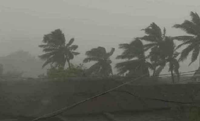झारखंड में भी कल से दिख सकता है 'तितली' का प्रभाव, भारी बारिश की संभावना
