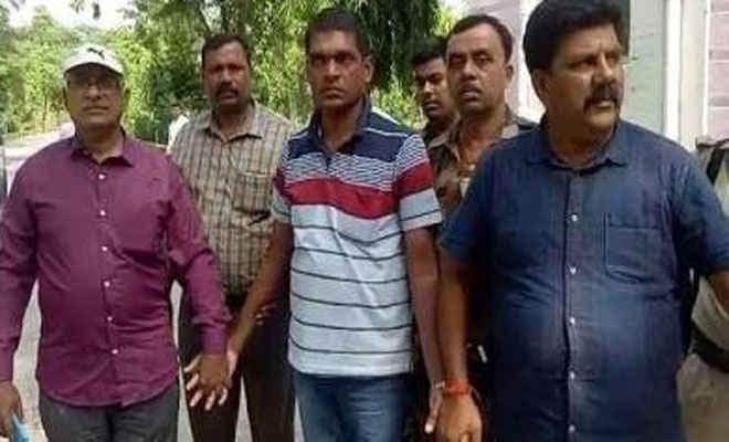 बेतिया में शिकारपुर  थाना के एएसआई को निगरानी ने 40 हजार रुपये घूस लेने के आरोप में पकड़ा, टीम ले गई उन्हें पटना