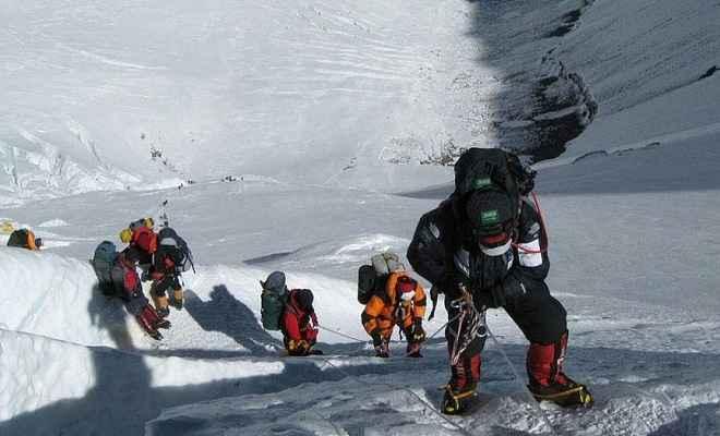 नेपाल : तूफान में फंसने के कारण कम से कम 8 पर्वतारोहियों की मौत