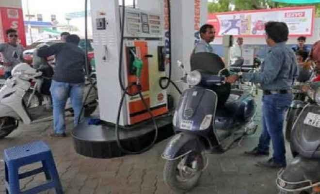 आज पेट्रोल ने दी लोगों को राहत, नहीं बढ़े दाम, डीजल हुआ महंगा