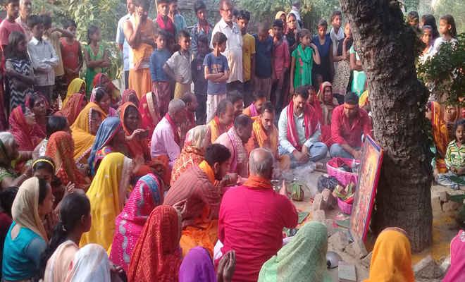 नवयुवक दुर्गा पूजा समिति पताही ने निकाली निमंत्रण यात्रा